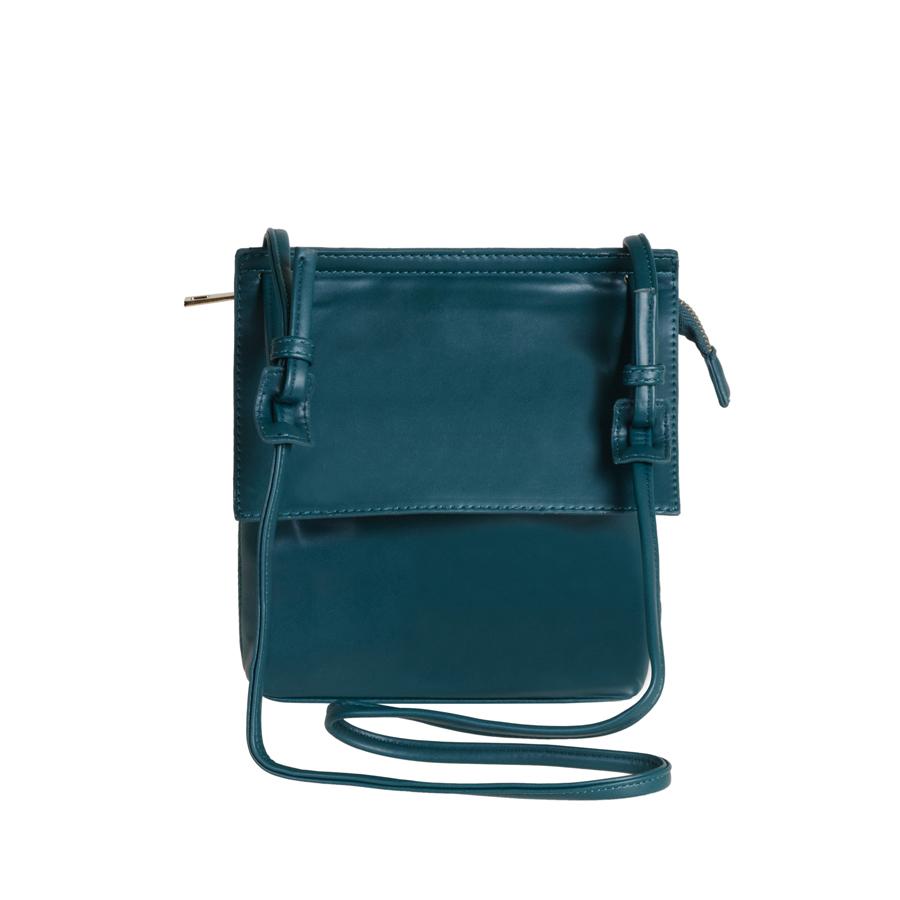 Сумка женская Orsa Oro, цвет: темно-зеленый. D-102/35D-102/35Стильная женская сумка Orsa Oro выполнена из искусственной кожи, оформлена металлической фурнитурой. Изделие содержит одно основное отделение, которое закрывается клапаном и дополнительно на застежку-молнию. Внутри расположены два накладных кармашка для мелочей и врезной карман на молнии. Задняя сторона изделия дополнена врезным карманом на молнии. Сумка оснащена практичным плечевым ремнем. Оригинальный аксессуар позволит вам завершить образ и быть неотразимой.