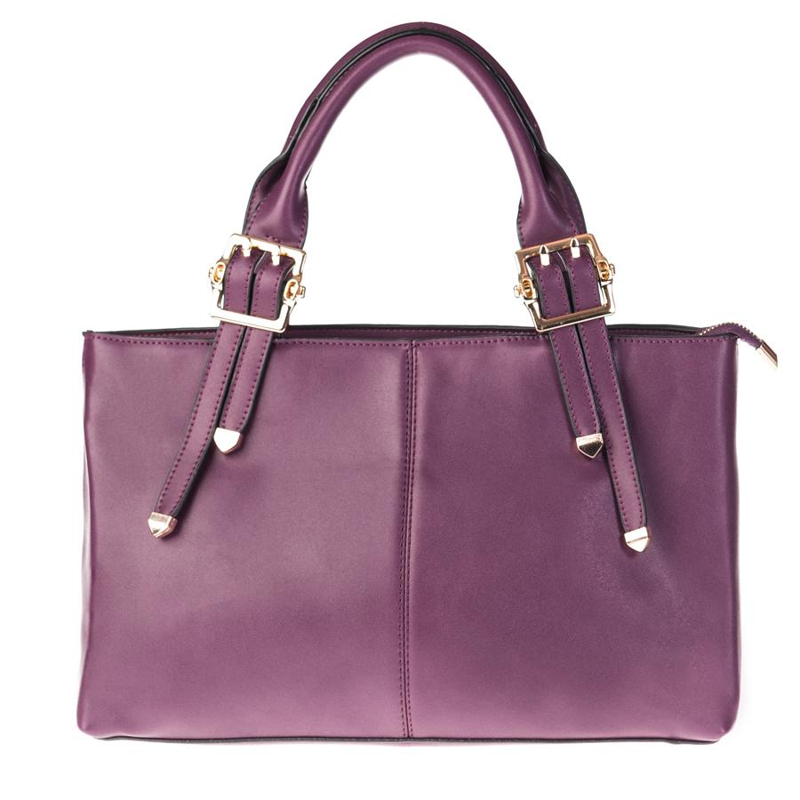 Сумка женская Orsa Oro, цвет: фиолетовый. D-126/38D-126/38Стильная женская сумка Orsa Oro выполнена из искусственной кожи, оформлена металлической фурнитурой. Изделие содержит одно отделение, которое закрывается на молнию. Внутри расположены: два накладных кармашка для мелочей, врезной карман на молнии и карман-средник на молнии. Снаружи, на задней стороне сумки, расположен врезной карман на молнии. Сумка оснащена съемным плечевым ремнем регулируемой длины, а также двумя практичными ручками. Дно сумки дополнено металлическими ножками. Оригинальный аксессуар позволит вам завершить образ и быть неотразимой.