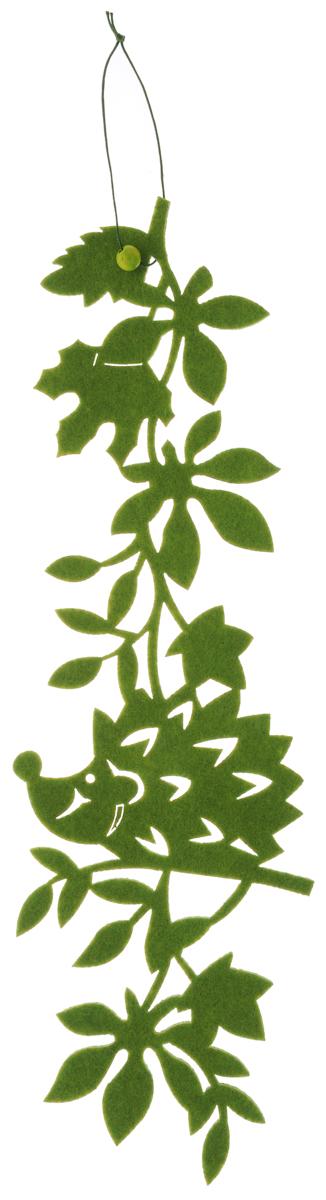Декоративное подвесное украшение RTO Ежик, цвет: зеленыйHQC-16-4119CОригинальное подвесное украшение RTO Ежик предназначено для украшения интерьера. Изделие выполнено из фетра и оснащено текстильной петелькой для подвешивания. Украшение оформлено в виде забавного ежика на ветке. Декоративное украшение послужит приятным и полезным сувениром для близких и знакомых и, несомненно, доставит массу положительных эмоций своему обладателю. Размер изделия: 39 х 11,5 х 0,3 см.