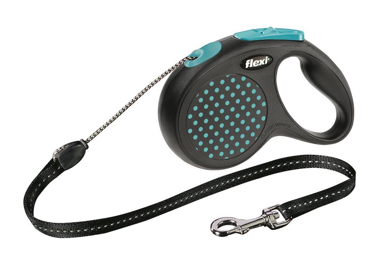 Рулетка Flexi Design М (до 20 кг) 5 м трос черный / синий горох25628Тросовый поводок-рулетка предназначен для выгула собак весом до 20 кг. Рулетки FLEXI производятся в Германии более 40 лет и особое внимание уделяется обеспечению безопасности и комфорта использования: - обновленная эргономичная кнопка системы торможения - запатентованная тормозная система - надежный карабин Запатентованая система сматывания и фиксации длины — дополнительное удобство, помогающее контролировать поведение животного. Корпус рулетки выполнен из ударопрочного пластика. Рулетка очень легка в применении, принесет вам еще большую радость от моментов, проведенных с любимцем. Длина 5 м, цвет черный в голубой горошек.