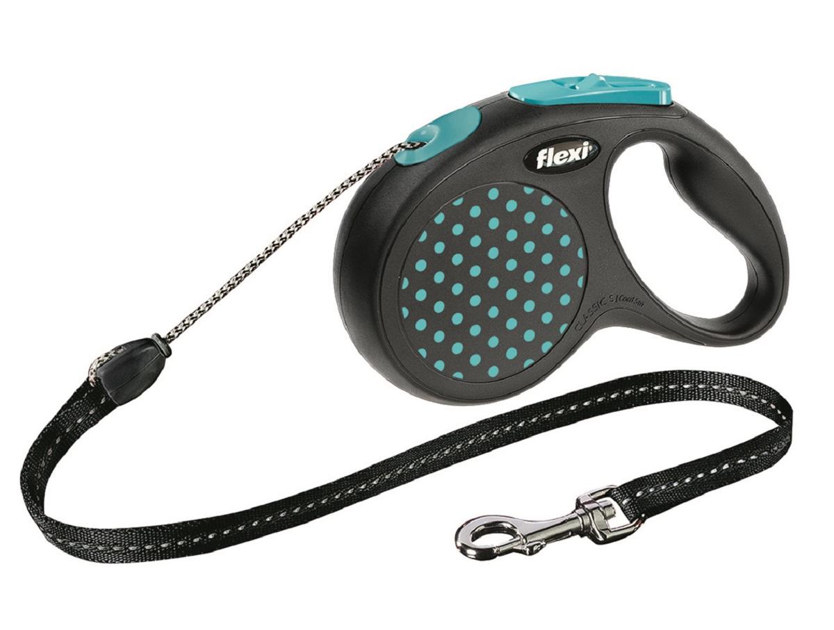 Рулетка Flexi Design S (до 15 кг) 5 м лента черная / голубой горошек25727Ленточный поводок-рулетка предназначен для выгула собак весом до 15 кг. Рулетки FLEXI производятся в Германии более 40 лет и особое внимание уделяется обеспечению безопасности и комфорта использования: - обновленная эргономичная кнопка системы торможения - запатентованная тормозная система - надежный карабин Запатентованая система сматывания и фиксации длины — дополнительное удобство, помогающее контролировать поведение животного. Корпус рулетки выполнен из ударопрочного пластика. Рулетка очень легка в применении, принесет вам еще большую радость от моментов, проведенных с любимцем. Длина 5 м, цвет черный в голубой горошек.