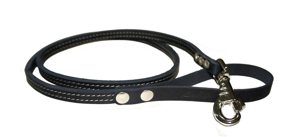 Поводок для собак Аркон Стандарт, цвет: черный, ширина 1,2 см, длина 140 смп12/2чПоводок для собак Аркон Стандарт изготовлен из высококачественной натуральной кожи. Карабин выполнен из легкого сверхпрочного сплава. Изделие отличается не только исключительной надежностью и удобством, но и привлекательным современным дизайном. Поводок - необходимый аксессуар для собаки. Ведь в опасных ситуациях именно он способен спасти жизнь вашему любимому питомцу. Иногда нужно ограничивать свободу своего четвероногого друга, чтобы защитить его или себя от неприятностей на прогулке. Длина поводка: 140 см. Ширина поводка: 1,2 см.