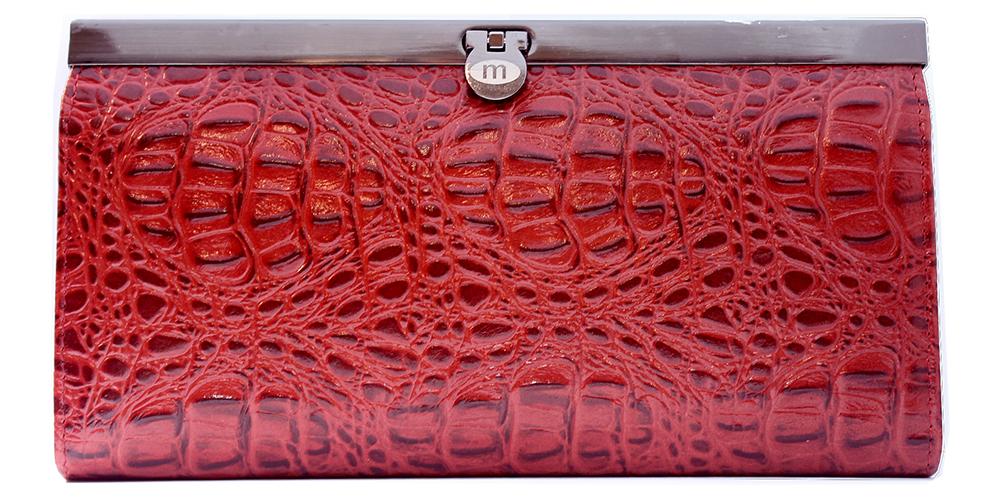 Кошелек женский Malgrado, цвет: красный. 73003-5080173003-50801Элегантный кошелек Malgrado изготовлен из высококачественной натуральной кожи с фактурным тиснением под кожу рептилии, оформлен металлической фурнитурой. Изделие содержит одно отделение, закрывающееся на замок-защелку. Внутри расположены: четыре отделения для купюр, карман для мелочи на застежке-молнии, два кармана для мелких документов, четыре кармашка для визиток и кредитных карт, два кармашка с прозрачными вставками. Изделие упаковано в фирменную металлическую коробку. Стильный кошелек не оставит равнодушной ни одну представительницу прекрасной половины человечества.