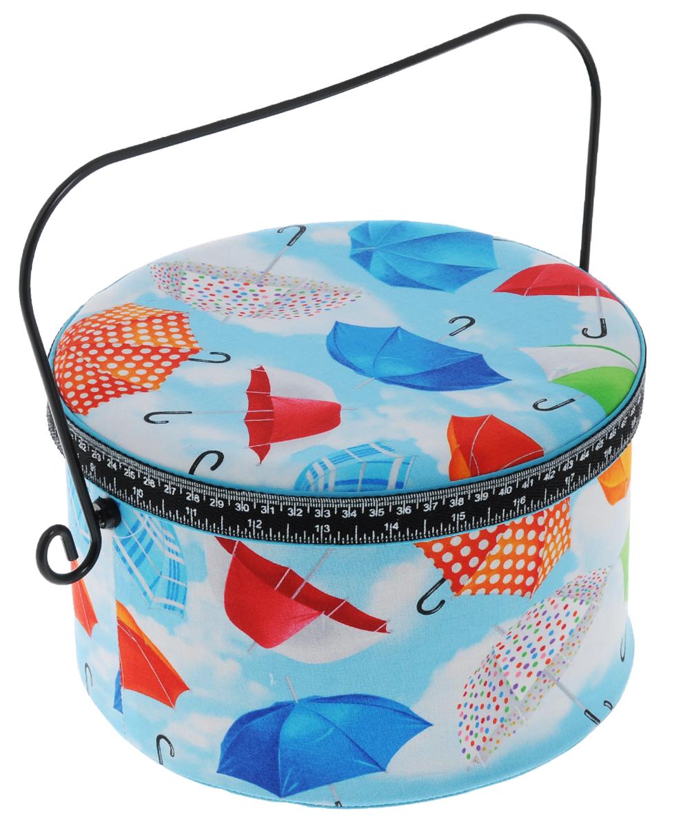 Шкатулка для рукоделия RTO Радужные зонты, 23 х 23 х 15 см3721-RT-51DШкатулка RTO Радужные зонты выполнена из деревянного каркаса, обтянута тканью с рисунком и мягким наполнителем. Для переноски имеется удобная ручка, выполненная из металла. Внутри шкатулки одно вместительное отделение. Внутренняя сторона крышки оснащена круглой игольницей, так же в комплект входит еще одна игольница украшенная декоративными элементами. Шкатулка снабжена съемным пластиковым вкладышем с 4 секциями для хранения различных мелочей. Такая оригинальная шкатулка подойдет для хранения разных предметов рукоделия: ниток, иголок, бусин, кнопок и многого другого. Шкатулка RTO Радужные зонты будет предметом гордости ее обладательницы. Размер вкладыша: 21,5 х 21,5 х 3,5 см. Средний размер секций вкладыша: 19 х 8,5 х 2,5 см. Высота шкатулки (с учетом ручки): 25 см.