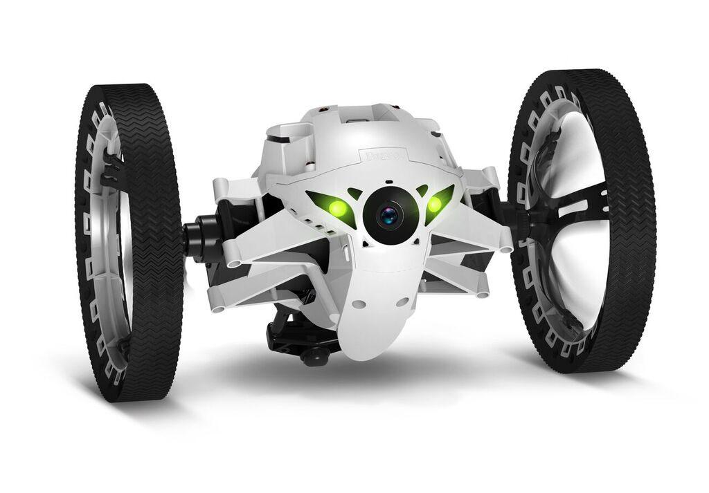 Parrot Вездеход на радиоуправлении MiniDrone Jumping Night BuzzPF724101Вездеход на радиоуправлении Parrot MiniDrone Jumping Night Buzz оснащен крупными колесами и мягкими резиновыми накладками, которые обеспечивают превосходную проходимость этого игрового гаджета. Благодаря применению мощного электромотора и современной трансмиссии он может разгоняться до 7 км/ч, что сопоставимо со скоростью быстрой ходьбы человека. Даже ступеньки и крупные предметы не станут помехой для робота, поскольку он может подпрыгивать на высоту до 80 сантиметров. Для управления устройством не потребуется специальный пульт – он синхронизируется с любым смартфоном. Для ускорения подключения можно воспользоваться антенной NFC – достаточно просто коснуться телефоном корпуса робота. Максимальная дальность устойчивого соединения равна 50 метрам в свободном от препятствий пространстве. Два мощных светодиода обеспечивают эффективную подсветку пространства перед девайсом, позволяя использовать его даже в полной темноте. Устройство оснащено камерой...