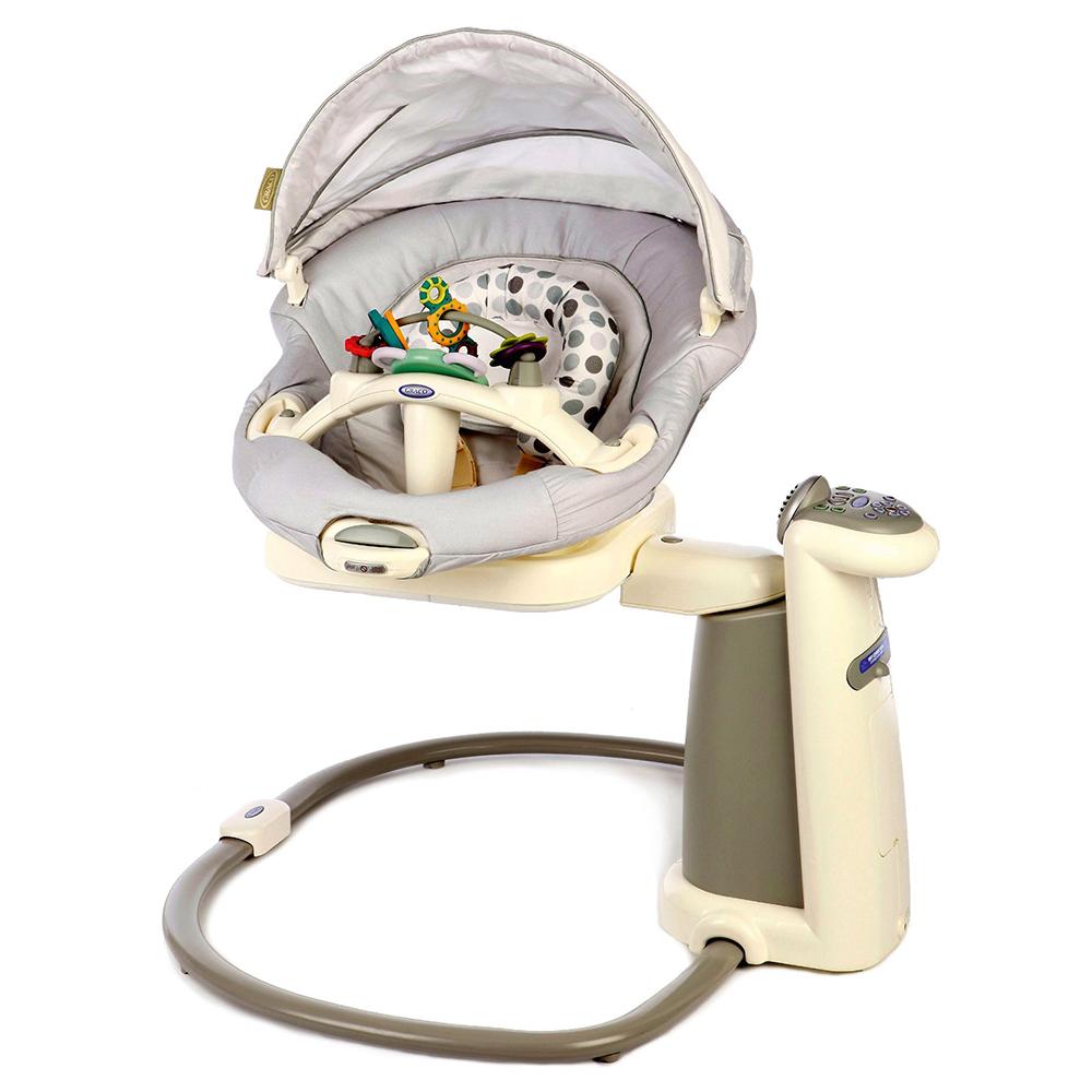 Graco Качели Sweetpeace цвет светло-серый1760884Специальные опции помогут успокоить малыша и обеспечивают полный комфорт. Эксклюзивная технология Mom Motion позволяет имитировать естественные движения любящего родителя во время укачивания. Сиденье устанавливается в 4 положения, в спинка имеет 3 положения наклона. Съемное сиденье с функцией вибрации также выполняет функцию кресла-качалки, его легко перемещать из комнаты в комнату. Музыкальный репертуар включает 15 различных звуков природы, а также различные колыбельные и веселые песенки. Возможность подключения МР3-плеера. 6 уникальных скоростей укачивания. Подушку сиденья можно стирать в машине. Регулируемые ремни безопасности. Игрушки в комплекте. Съемный игровой столик. Опция подключения к сети. Для детей с рождения и до 9 месяцев весом до 9 кг. Питание от сети и от батареек 5 штук типа D-LR20 (1,5 В) (не входят в комплект).