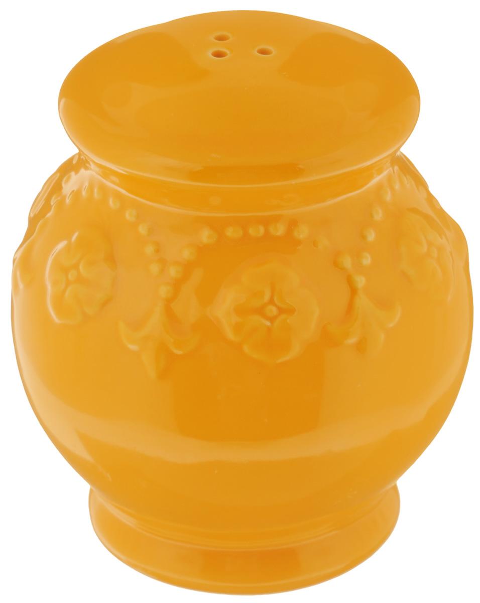 Солонка Elan Gallery Узор, цвет: оранжевый, 8 х 8 х 9 см830193Оригинальная солонка Elan Gallery Узор изготовлена из высококачественной керамики. Изделие имеет три отверстия для высыпания специй. На дне располагается отверстие, позволяющее наполнить емкость, которое снабжено силиконовой вставкой. Солонка Elan Gallery Узор украсит сервировку любого стола и подчеркнет прекрасный вкус хозяина. Не использовать в микроволновой печи.