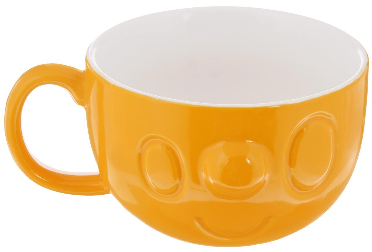 Кружка Elan Gallery Мордашка, цвет: оранжевый, 400 мл830177Кружка Elan Gallery Мордашка, выполненная из высококачественной керамики, станет отличным дополнением к сервировке семейного стола, а также замечательным подарком для ваших родных и друзей. Изделие можно использовать для прозрачных бульонов и легких порционных закусок. Не рекомендуется применять абразивные моющие средства. Не использовать в микроволновой печи. Диаметр кружки (по верхнему краю): 11 см.