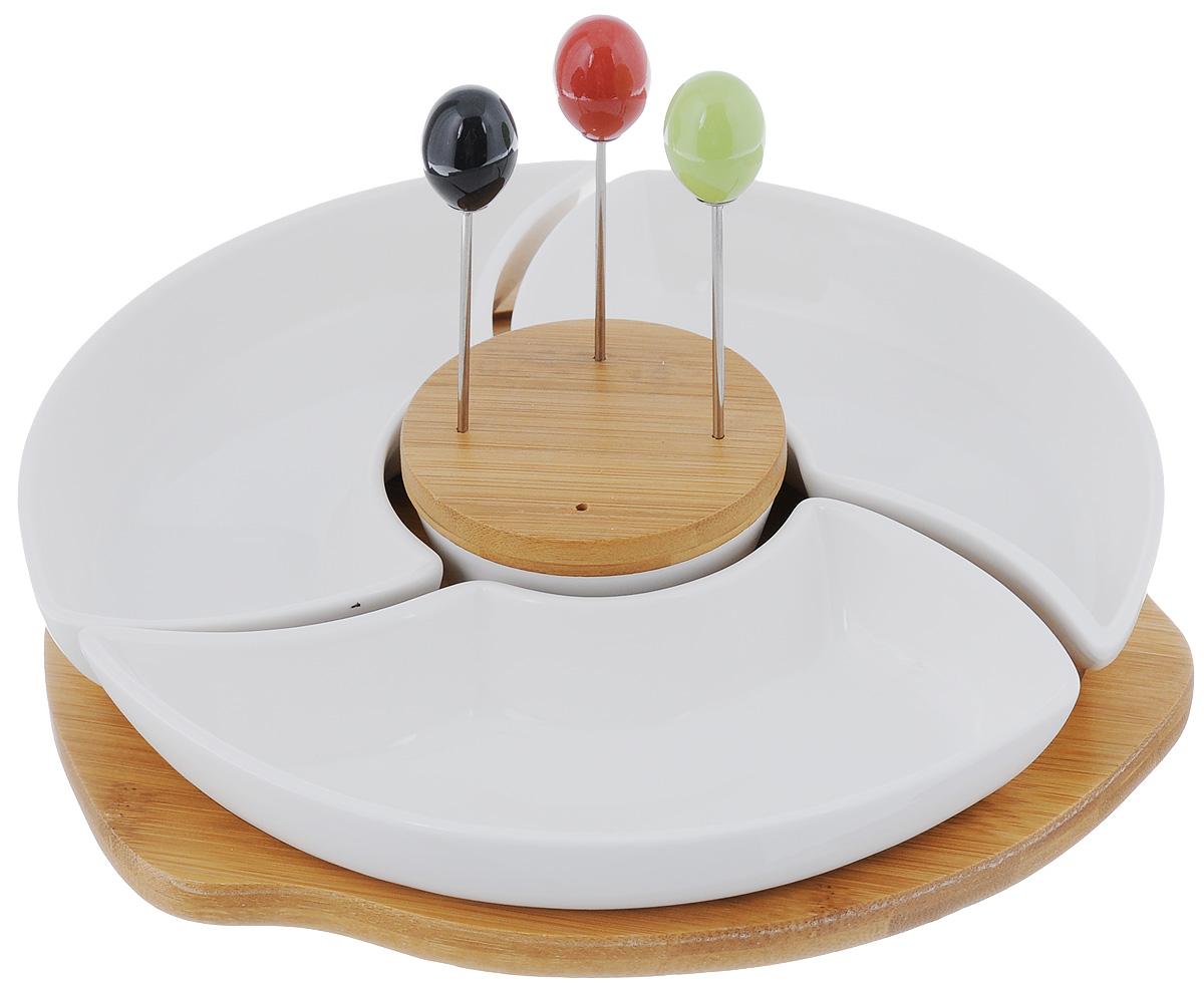 Менажница Elan Gallery Айсберг, со шпажками, на подставке, 4 секции540056Менажница Elan Gallery Айсберг, изготовленная из высококачественной керамики, установлена на вращающуюся подставку из дерева и пластика. Менажница состоит их 4 съемных секций и предназначена для подачи сразу нескольких видов закусок, нарезок или соусов. В комплект также входят три разноцветные шпажки, которые вставляются в деревянную подставку. Менажница Elan Gallery Айсберг станет настоящим украшением праздничного стола и подчеркнет ваш изысканный вкус. Не использовать в микроволновой печи. Общий размер менажницы (без учета подставки): 23 х 23 см. Размер секций: 20 х 11 х 3,5 см; 7,5 х 7,5 х 3,8 см. Длина шпажки: 9,2 см. Размер подставок: 9 х 9 х 1,3 см; 24 х 24,5 х 2,1 см.