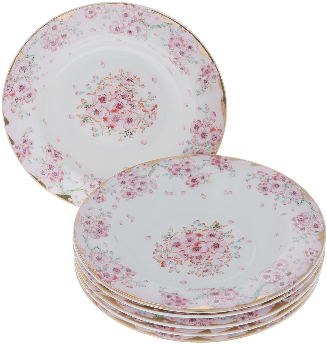 Набор суповых тарелок Elan Gallery Сакура, диаметр 21,5 см, 6 шт503628Набор Elan Gallery Сакура, выполненный из высококачественной керамики, состоит из 6 суповых тарелок и предназначен для красивой сервировки блюд. Изделия украшены цветочным рисунком. Набор сочетает в себе стильный дизайн с максимальной функциональностью. Оригинальность оформления придется по вкусу и ценителям классики, и тем, кто предпочитает утонченность и изящность. Не использовать в микроволновой печи. Диаметр по верхнему краю: 21,5 см.