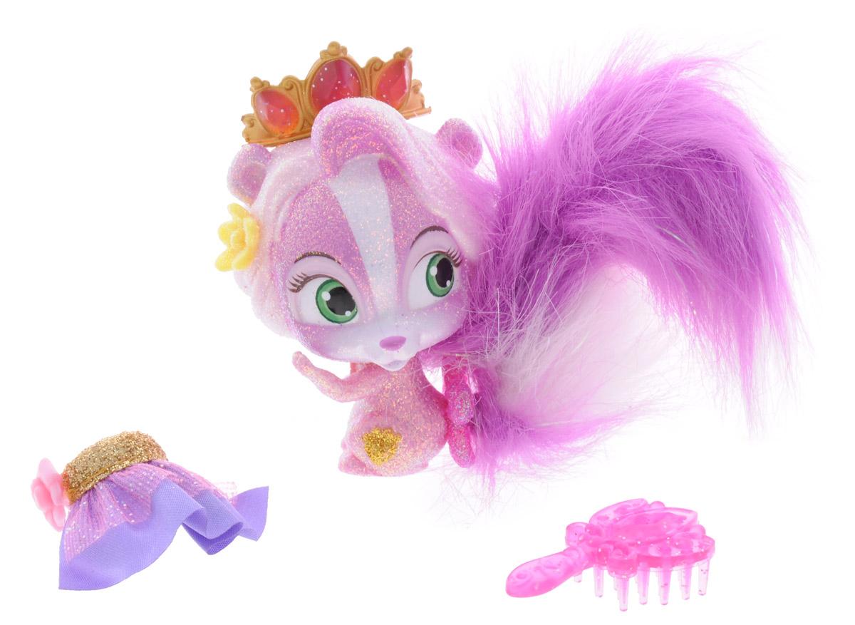 Disney Princess Фигурка Скунс Полянка22088Фигурка Disney Princess Скунс Полянка обязательно понравится вашей малышке. Симпатичный скунс, питомец Рапунцель, обожает прихорашиваться. У Полянки яркий пушистый хвостик, который можно расчесать и уложить с помощью расчески, которая входит в набор. Большие зеленые глазки питомца очень выразительны, а тело покрыто блестками. Питомец не обделен украшениями: на голове у него красуется изящная корона, а на шее - медальон. В наборе с питомцем имеется модная сияющая юбочка. Игры с такой фигуркой способствуют эмоциональному развитию, помогают формировать воображение, чувство ответственности и заботы. Великолепное качество исполнения делает эту игрушку чудесным подарком к любому празднику. В комплекте цветная обзорная брошюра.