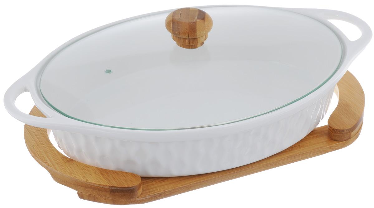 Блюдо для запекания и сервировки Elan Gallery Айсберг, с крышкой, с подставкой, 29,5 х 16,5 см540043Блюдо для запекания и сервировки Elan Gallery Айсберг, изготовленное из высококачественной керамики, идеально подойдет для приготовления блюд в духовке и микроволновой печи, а также сервировки стола. Посуда выдерживает температуру от -24°C до +220°С. Изделие оснащено стеклянной прозрачной крышкой с ручкой из дерева и отверстием для вывода пара. Деревянная подставка из бамбука снабжена ручками для комфортного использования и переноски. Блюдо станет отличным дополнением к вашему кухонному инвентарю и подчеркнет ваш прекрасный вкус. Можно использовать в микроволновой печи, духовке и морозильной камере. Крышка не предназначена для использования при высоких температурах. Размер блюда (с учетом ручек): 29,5 х 16,5 см. Размер блюда (без учета ручек): 24 х 16,5 см. Высота стенки: 6,2 см. Размер подставки: 26,8 х 14,5 х 2,3 см. Объем блюда: 900 мл.