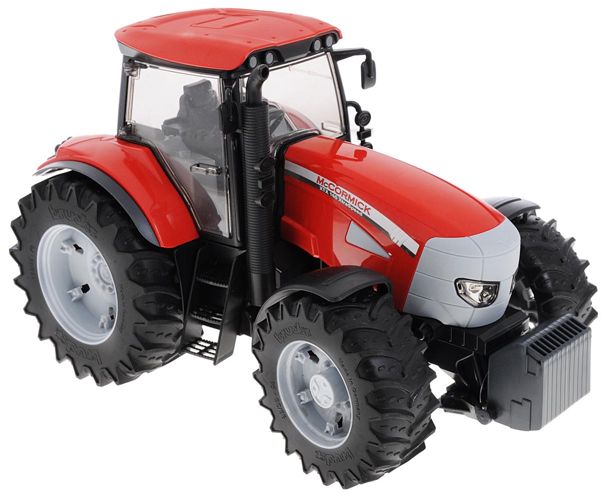 Bruder Трактор McCormick XTX 16503-060Трактор Bruder McCormick XTX 165 - это модель оригинальной техники в масштабе 1:16, которая станет замечательным подарком для вашего ребенка. Кабина трактора застеклена, оборудована вращающимся рулем, креслом и рычагом управления. При повороте руля колеса изменяют свое направление. Капот трактора открывается, предоставляя доступ к двигателю. Крупные колеса трактора резиновые с протекторами, что обеспечивает тихий ход машины и сохранность напольного покрытия. Игра с такой техникой развивает у ребенка логическое мышление и воображение, мелкую моторику, зрительное восприятие и память.