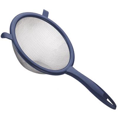 Сито Tescoma Presto, цвет: темно-синий, диаметр 10 см420603Сито Tescoma Presto изготовлено из высококачественной нержавеющей стали и прочного пластика. За обычным дизайном скрывается практичность и функциональность. Эргономичная ручка снабжена отверстием для подвешивания на крючок. С этим ситом вы можете просеивать сыпучие продукты, процеживать компоты и соки. Незаменимо оно станет и для приготовления детских пюре. Удобство в использовании дополняется двумя держателями. Такое сито станет незаменимым аксессуаром на вашей кухне. Можно мыть в посудомоечной машине. Диаметр сита: 10 см. Длина (с учетом ручки): 20 см.