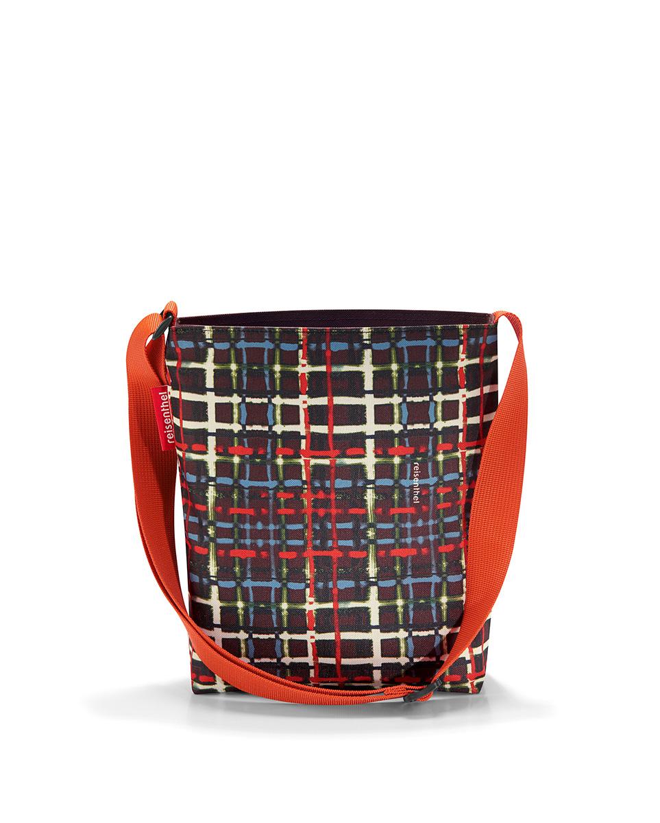 Сумка женская Reisenthel Shoulderbag, цвет: черный. HY7037HY7037Универсальная женская сумка Reisenthel Shoulderbag изготовлена из плотного полиэстера ярких оттенков. Сумка содержит одно вместительное отделение, закрывающееся на застежку-молнию. Внутри расположен врезной карман на молнии. Изделие дополнено практичным плечевым ремнем регулируемой длины. Практичная сумка станет незаменимым аксессуаром для повседневного использования.