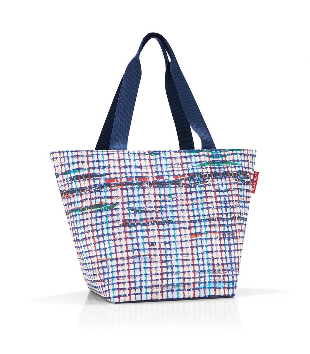 Сумка женская Reisenthel Shopper M, цвет: белый, синий. ZS4041ZS4041Универсальная женская сумка Reisenthel Shopper M изготовлена из плотного полиэстера и оформлена ярким принтом. Сумка содержит одно вместительное отделение, закрывающееся на застежку-молнию. Внутри расположен нашивной карман на молнии. Изделие дополнено двумя практичными широкими ручками, которые позволят носить сумку, как в руках, так и на плече. Практичная сумка станет незаменимым аксессуаром для повседневного использования.
