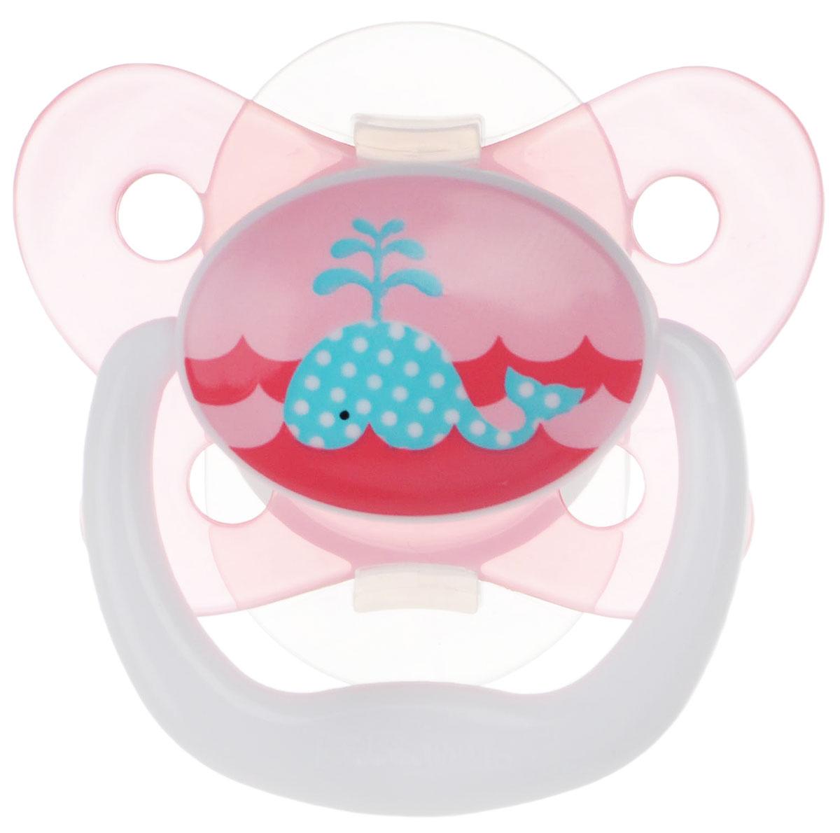 Dr.Browns Пустышка PreVent Бабочка Кит от 0 до 6 месяцев цвет розовыйPV11304Пустышка Dr.Browns PreVent Бабочка. Кит предназначена для новорожденных малышей от 0 до 6 месяцев. Пустышка удовлетворяет естественный сосательный рефлекс и тренирует мышцы губ, языка и челюсти, что играет важную роль в развитии речевых навыков и навыков приема пищи. Мягкая пустышка выполнена из прозрачного гигиеничного силикона, не имеющего вкуса и запаха. Имеет воздушный канал, который впускает воздух, благодаря чему пустышка остается мягкой и гибкой, что минимизирует риск неправильного расположения зубов. Снабжена вентиляционной системой, дополнена контурным ободком и удобным держателем. Пустышка с защелкивающимся колпачком. Не содержит Бисфенол А.