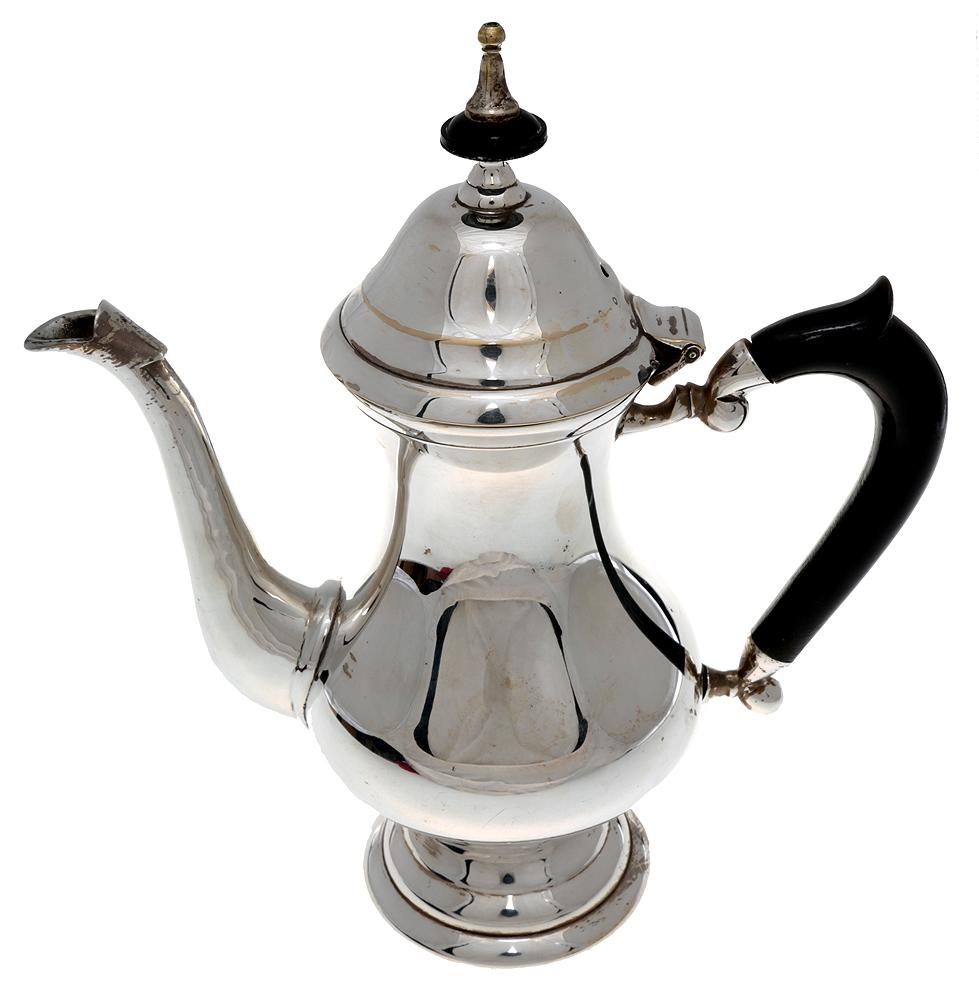 Кофейник. Металл, глубокое серебрение E.P.N.S., эбонит. Высота 22 см. Великобритания, 1930-е гг.