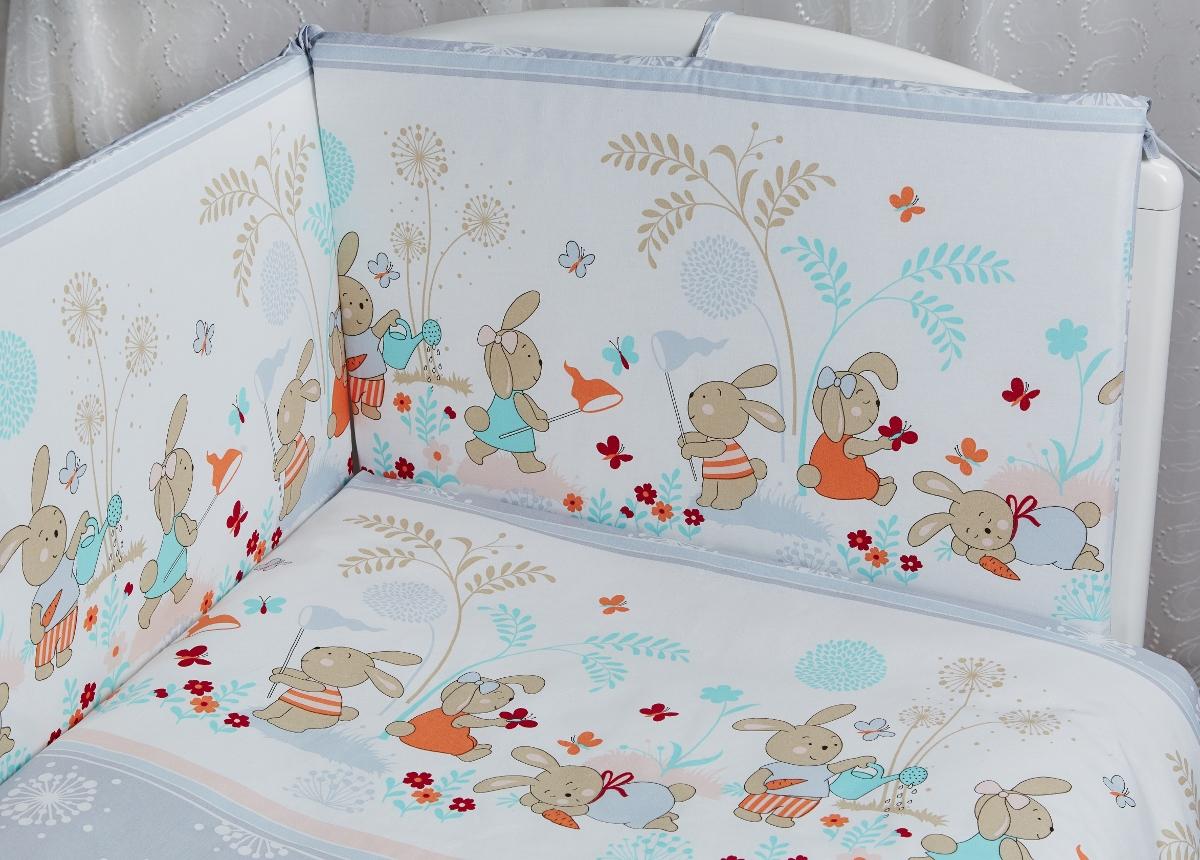 Rabby Baby Комплект в кроватку На лужайке цвет серый615944/5Бортик 44х360 см, съемный чехол (застежка молния), наполнитель холлкон, пл.500г/м2 Пододеяльник 147х112см Наволочка 60х40см Одеяло 140х110см. Наполнитель: холлофайбер (ПЭ), плотность 200г/м2 Подушка 60х40см. Наполнитель: холлофайбер (ПЭ) Простыня на резинке на спальное место 120*60