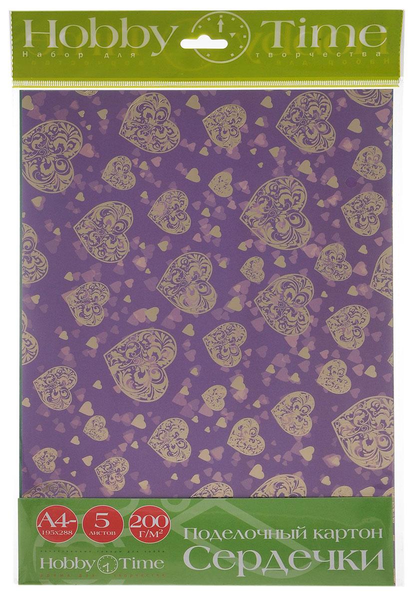 Альт Цветной картон Сердечки 5 цветов11-410-77Набор цветного картона Сердечки позволит создавать всевозможные аппликации и поделки. Набор состоит из 5 листов голубого, красного, фиолетового, малинового и розового цветов. Цветной поделочный картон с рисунками сердечек, тиснением золотой фольгой и выборочным лакированием золотым глиттером. Каждый лист имеет свой оригинальный рисунок. Создание поделок из цветного картона позволяет ребенку развивать творческие способности, кроме того, это увлекательный досуг.