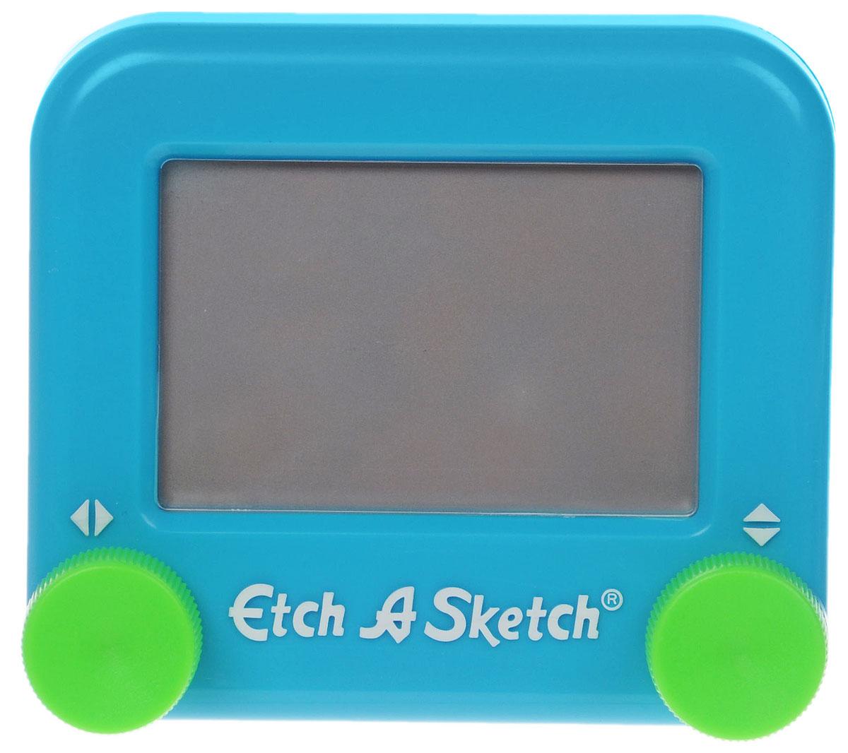 Etch-A-Sketch Волшебный экран цвет голубой516_голубойВолшебный экран Etch-A-Sketch, непременно понравится вашему ребенку и станет для него любимой игрушкой. Волшебный экран поможет вашему ребенку создавать рисунки одной линией, посредством вращения двух круглых ручек, расположенных в нижних углах (одна из них перемещает указатель по вертикали, а другая по горизонтали). Самым сложным считается рисовать круглые объекты, волнистые линии и плавные изгибы. Внутри экрана находится специальный порошок, который счищает тонкий указатель с внутренней поверхности экрана, оставляя за собой темную линию. Для того чтобы стереть свой рисунок, достаточно просто перевернуть экран вниз и потрясти, и он снова станет серым, при этом указатель начнет чертить ровно из той точки, где закончился предыдущий рисунок. Компактный размер экрана позволяет брать его с собой в дорогу. Активно развивает связь между правым и левым полушариями мозга!