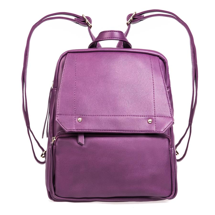 Рюкзак женский Orsa Oro, цвет: фиолетовый. D-142/38D-142/38Стильный женский рюкзак Orsa Oro выполнен из искусственной кожи, оформлен металлической фурнитурой. Изделие содержит отделение, закрывающееся на застежку-молнию. Внутри расположены два накладных кармашка для мелочей и врезной карман на молнии. Лицевая сторона рюкзака дополнена клапаном, под которым расположен врезной карман на молнии и накладным карманом на застежке-молнии. Задняя сторона изделия дополнена врезным карманом на застежке-молнии. Рюкзак оснащен удобными лямками регулируемой длины и петлей для подвешивания. Оригинальный аксессуар позволит вам завершить образ и быть неотразимой.