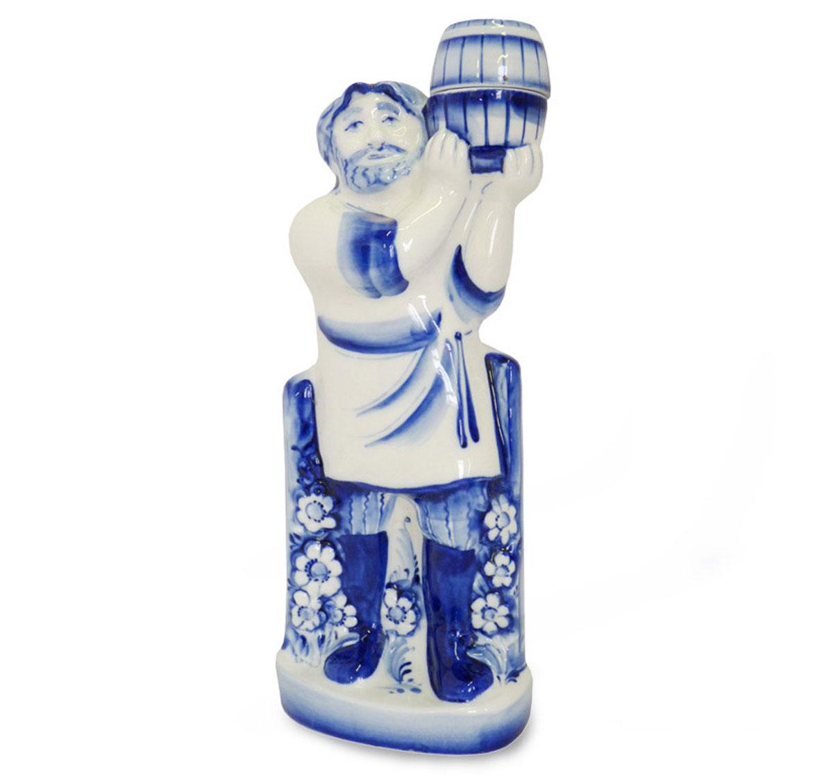 Штоф Пасечник, цвет: белый, синий, 1 л993100302Штоф Пасечник изготовлен из высококачественной керамики и предназначен для подачи виски или бренди. Изделие выполнено в виде мужчины с бочонком на плече и оформлено оригинальной росписью в технике гжель. Штоф Пасечник прекрасно оформит интерьер кабинета или гостиной, а также станет прекрасным украшением стола. Уважаемые клиенты! Обращаем ваше внимание, что роспись на изделие сделана вручную. Рисунок может немного отличаться от изображения на фотографии. Высота (с учетом крышки): 30 см. Размер штофа без учета крышки: 12 х 9 х 29 см. Диаметр горлышка: 1,7 см.