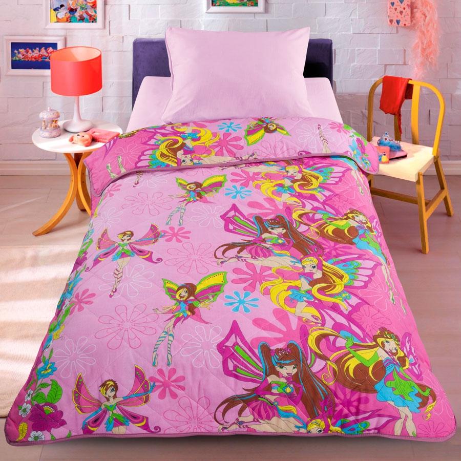 Letto Покрывало-одеяло детское Letto цвет розовыйfairy_rose-140Легкое оригинальное покрывало в чехле будет радовать вашего малыша в течение всего года. Сидеть на таком покрывале будет приятно и комфортно - ведь оно выполнено из 100% хлопка. К тому же одеяло можно использовать и как одеяло на детскую кровать. Наполнитель - силиконизированное волокно. Вашему ребенку не будет жарко под таким одеялом, а это значит от не будет раскрываться. Оно подлежит машинной стирке при температуре 30 гр., строго на деликатном режиме.