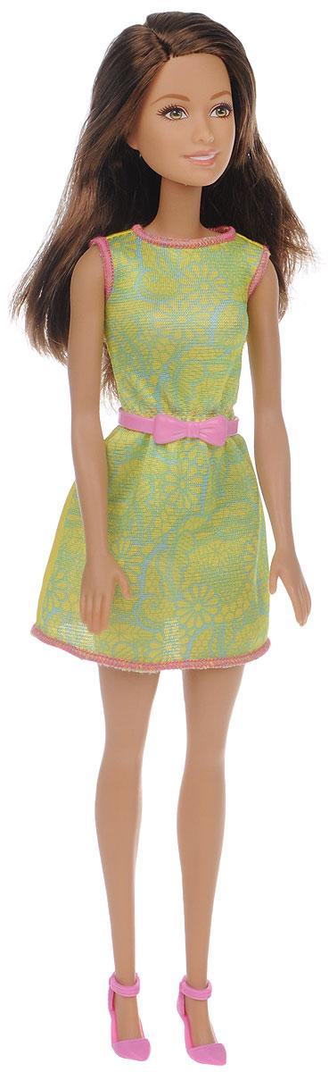 Barbie Кукла в модной одежде цвет платья салатовыйT7584_DGX63Прелестная кукла Barbie непременно станет любимой игрушкой вашей дочурки. Кукла с длинными темными волосами, одета в летнее платье салатового цвета, на ногах куклы - розовые туфли на каблуках. Волосы куклы можно расчесывать и заплетать в различные прически. Куколка имеет подвижные руки, ноги и голову. В комплекте для девочки есть колечко в форме сердца. Игрушка выполнена из безопасного пластика и полностью соответствует всем требованиям безопасности. Ваша малышка с удовольствием будет играть с куколкой, придумывая различные истории!