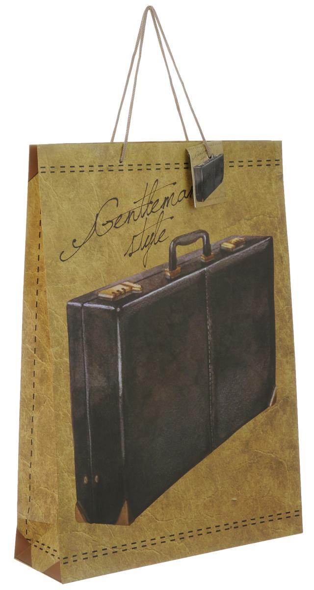 Пакет подарочный Феникс-Презент Дипломат, 33 х 10,2 х 45,7 см40860Подарочный пакет Феникс-презент Дипломат, изготовленный из плотной бумаги, станет незаменимым дополнением к выбранному подарку. Дно изделия укреплено картоном, который позволяет сохранить форму пакета и исключает возможность деформации дна под тяжестью подарка. Пакет выполнен с глянцевой ламинацией, что придает ему прочность, а изображению - яркость и насыщенность цветов. Для удобной переноски на пакете имеются две ручки из шнурков. Подарок, преподнесенный в оригинальной упаковке, всегда будет самым эффектным и запоминающимся. Окружите близких людей вниманием и заботой, вручив презент в нарядном, праздничном оформлении. Плотность бумаги: 140 г/м2.