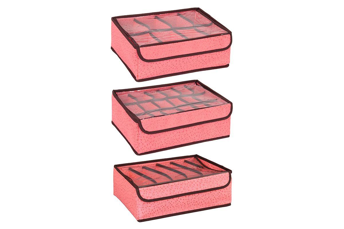 Набор кофров для хранения El Casa Звезды, цвет: розовый, 3 шт370120Набор El Casa Звезды, изготовленный из высококачественного нетканого материала, состоит из 3 кофров для хранения, оснащенных 18, 8 и 6 секциями. Материал изделий позволяет сохранять естественную вентиляцию, а воздуху свободно проникать внутрь, не пропуская пыль. Прозрачная крышка на липучке, выполненная из ПВХ, позволяет видеть содержимое. Благодаря специальным вставкам, кофр прекрасно держит форму, а эстетичный дизайн гармонично смотрится в любом интерьере. Мобильность конструкции обеспечивает складывание и раскладывание одним движением. В таком кофре можно хранить всевозможные предметы. Комплектация: 3 шт. Количество секций: 18; 8; 6. Размер кофра: 32,5 х 24 х 11,5 см.