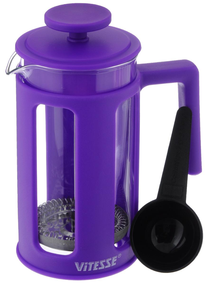 Френч-пресс Vitesse, с мерной ложкой, цвет: фиолетовый, 350 мл. VS-2620VS-2620_ фиолетовыйФренч-пресс Vitesse поможет вам в приготовлении ароматного кофе. Колба френч-пресса выполнена из термостойкого стекла, что позволяет наблюдать процесс настаивания и заваривания напитка, а также обеспечивает гигиеничность посуды. Внешний корпус, выполненный из высококачественного пластика, долговечен, прочен, а также устойчив к деформации и образованию царапин. Френч-пресс имеет удобную ручку, носик, а также мерную ложку, выполненную из пластика. Уникальный дизайн полностью соответствует последним модным тенденциям в создании предметов бытовой техники. Можно использовать в посудомоечной машине. Высота френч-пресса (без учета крышки): 13,5 см. Диаметр основания френч-пресса: 7,5 см. Диаметр френч-пресса (по верхнему краю): 7 см. Длина ложки: 10 см.