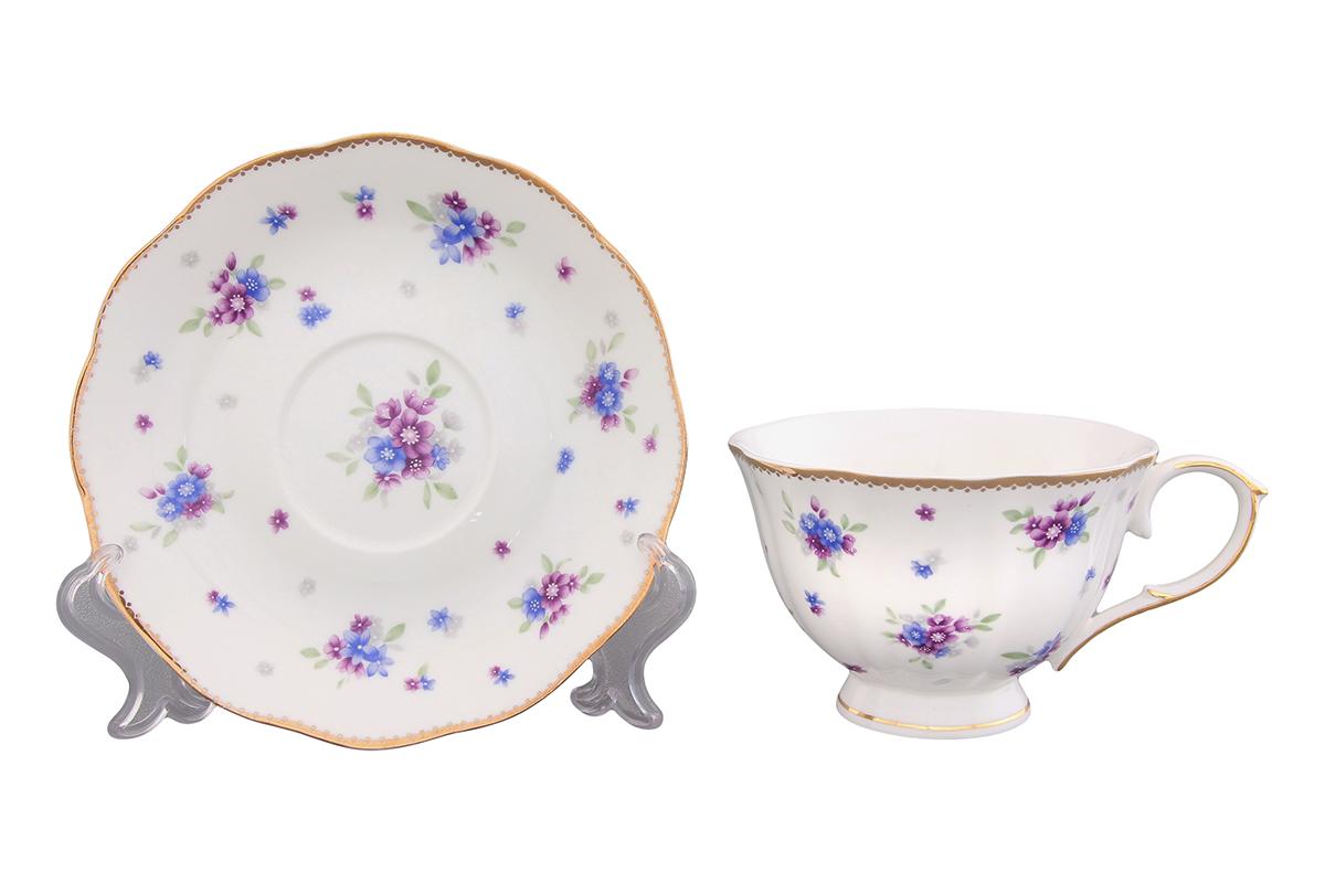 Чайная пара Elan Gallery Сиреневый туман, 2 предмета420082Чайная пара Elan Gallery Сиреневый туман состоит из чашки и блюдца, изготовленных из керамики высшего качества, отличающегося необыкновенной прочностью и небольшим весом. Яркий дизайн, несомненно, придется вам по вкусу. Чайная пара Elan Gallery Сиреневый туман украсит ваш кухонный стол, а также станет замечательным подарком к любому празднику. Не рекомендуется применять абразивные моющие средства. Не использовать в микроволновой печи. Объем чашки: 250 мл. Диаметр чашки (по верхнему краю): 10,5 см. Высота чашки: 7 см. Диаметр блюдца: 15,3 см. Высота блюдца: 2,5 см.