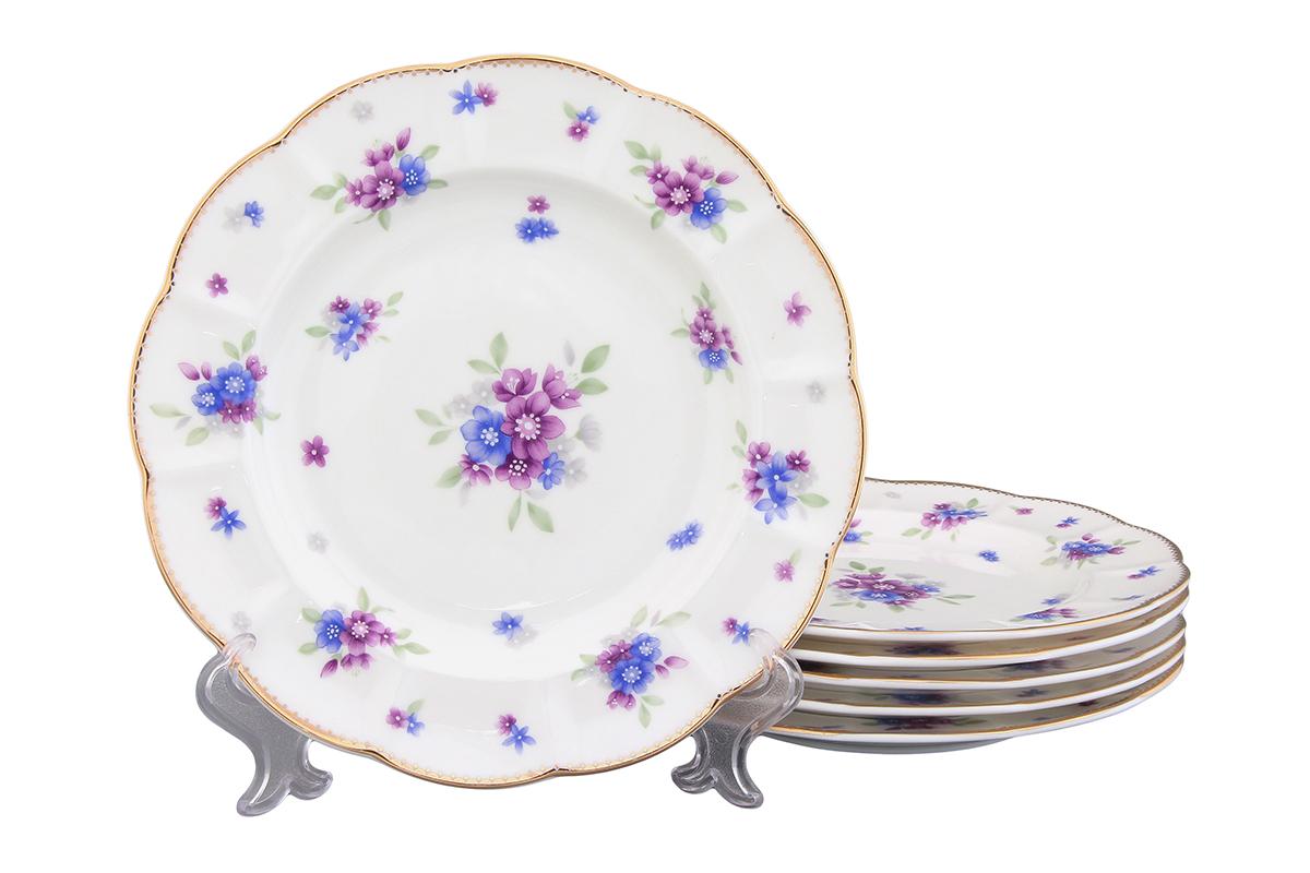 Набор тарелок Elan Gallery Сиреневый туман, диаметр 19 см, 6 шт420093Набор Elan Gallery Сиреневый туман состоит из 6 тарелок, выполненных из высококачественной керамики. Изделия предназначены для красивой сервировки различных блюд и украшены цветочным рисунком. Набор сочетает в себе стильный дизайн с максимальной функциональностью. Оригинальность оформления придется по вкусу и ценителям классики, и тем, кто предпочитает утонченность и изящность. Не рекомендуется применять абразивные моющие средства. Не использовать в микроволновой печи. Диаметр тарелки (по верхнему краю): 19 см. Высота тарелки: 2 см.