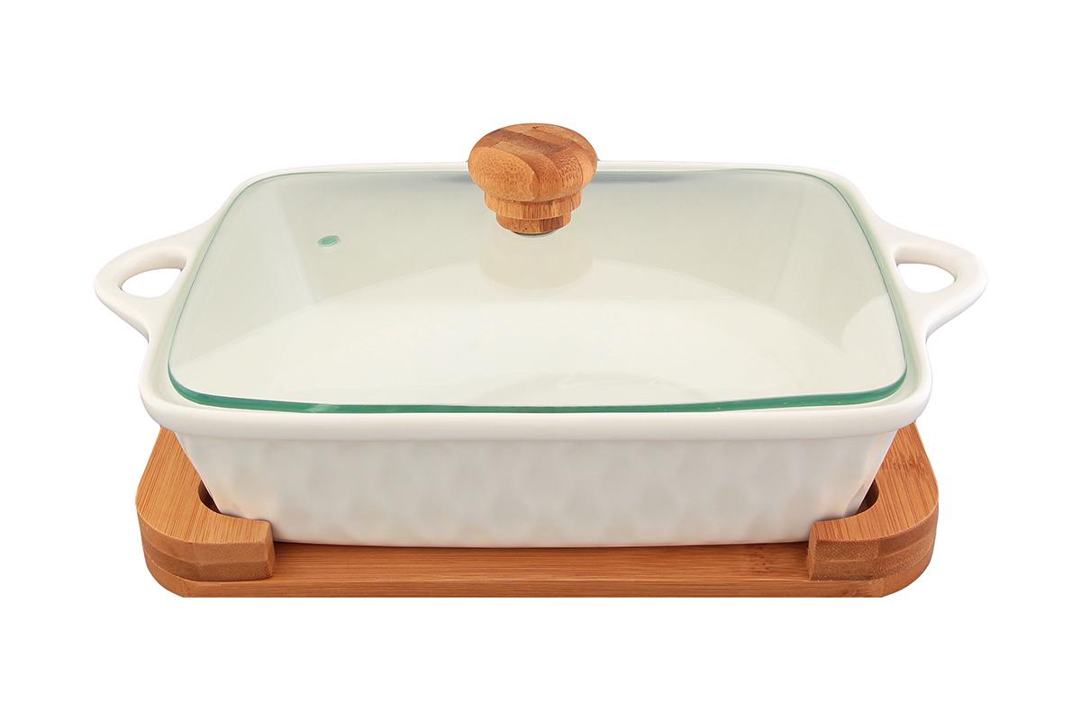 Блюдо для запекания и сервировки Elan Gallery Айсберг, с крышкой, с подставкой, 29 х 19,5 см540049Блюдо для запекания и сервировки Elan Gallery Айсберг, изготовленное из высококачественной керамики, идеально подойдет для приготовления блюд в духовке и микроволновой печи. Посуда выдерживает температуру от -24°C до +220°С. Изделие оснащено стеклянной прозрачной крышкой с ручкой из дерева и отверстием для вывода пара. Деревянная подставка из бамбука снабжена ручками для комфортного использования и переноски. Блюдо станет отличным дополнением к вашему кухонному инвентарю и подчеркнет ваш прекрасный вкус. Можно использовать в микроволновой печи, духовке. Крышка не предназначена для использования при высоких температурах. Размер блюда (с учетом ручек): 29 х 19,5 см. Размер блюда (без учета ручек): 23 х 19,5 см. Высота стенки: 6 см. Размер подставки: 25 х 19 х 2,2 см. Объем блюда: 1 л.