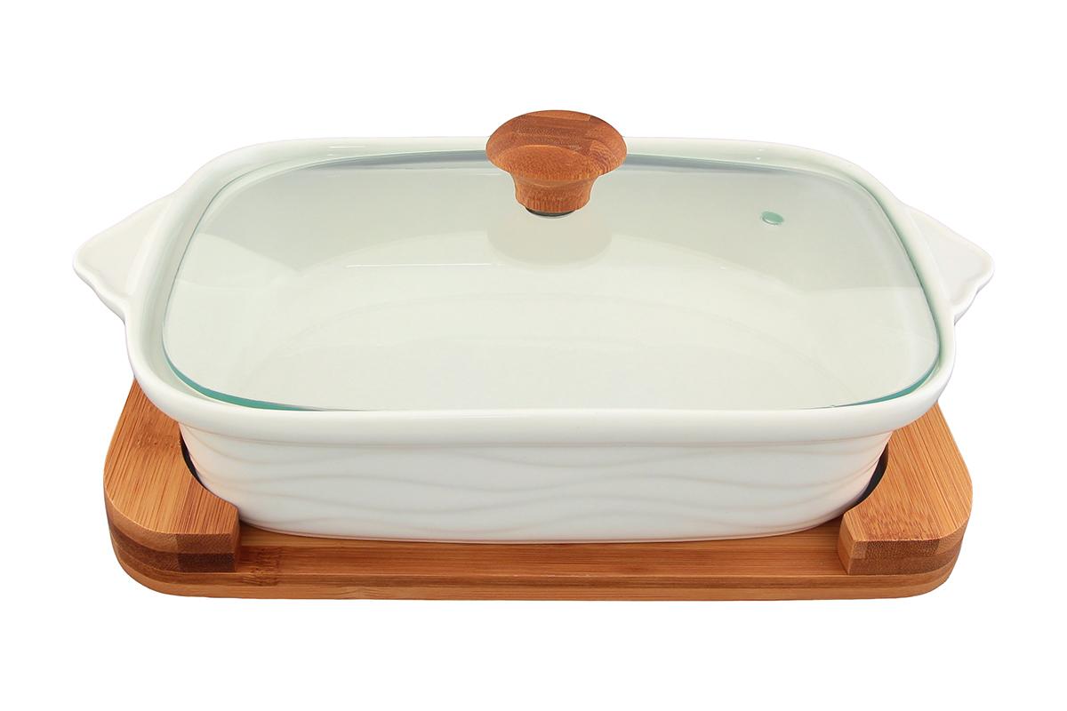 Блюдо для запекания и сервировки Elan Gallery Айсберг, с крышкой, с подставкой, 29,5 х 18 см540052Блюдо для запекания и сервировки Elan Gallery Айсберг, изготовленное из высококачественной керамики, идеально подойдет для приготовления блюд в духовке и микроволновой печи. Посуда выдерживает температуру от -24°C до +220°С. Изделие оснащено стеклянной прозрачной крышкой с ручкой из дерева и отверстием для вывода пара. Деревянная подставка из бамбука снабжена ручками для комфортного использования и переноски. Блюдо станет отличным дополнением к вашему кухонному инвентарю и подчеркнет ваш прекрасный вкус. Можно использовать в микроволновой печи, духовке. Крышка не предназначена для использования при высоких температурах. Размер блюда (с учетом ручек): 29,5 х 18 см. Размер блюда (без учета ручек): 24,5 х 18 см. Высота стенки: 6,2 см. Размер подставки: 26,5 х 17,5 х 2,4 см. Объем блюда: 1,1 л.