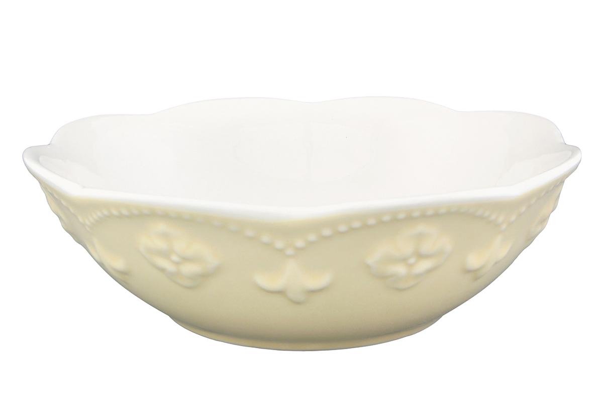 Салатник Elan Gallery Узор, цвет: молочный, 700 мл830080Великолепный круглый салатник Elan Gallery Узор, изготовленный из высококачественной керамики, прекрасно подойдет для подачи различных блюд: закусок, салатов или фруктов. Такой салатник украсит ваш праздничный или обеденный стол, а оригинальное исполнение понравится любой хозяйке. Не рекомендуется применять абразивные моющие средства. Не использовать в микроволновой печи. Диаметр салатника (по верхнему краю): 19,5 см.