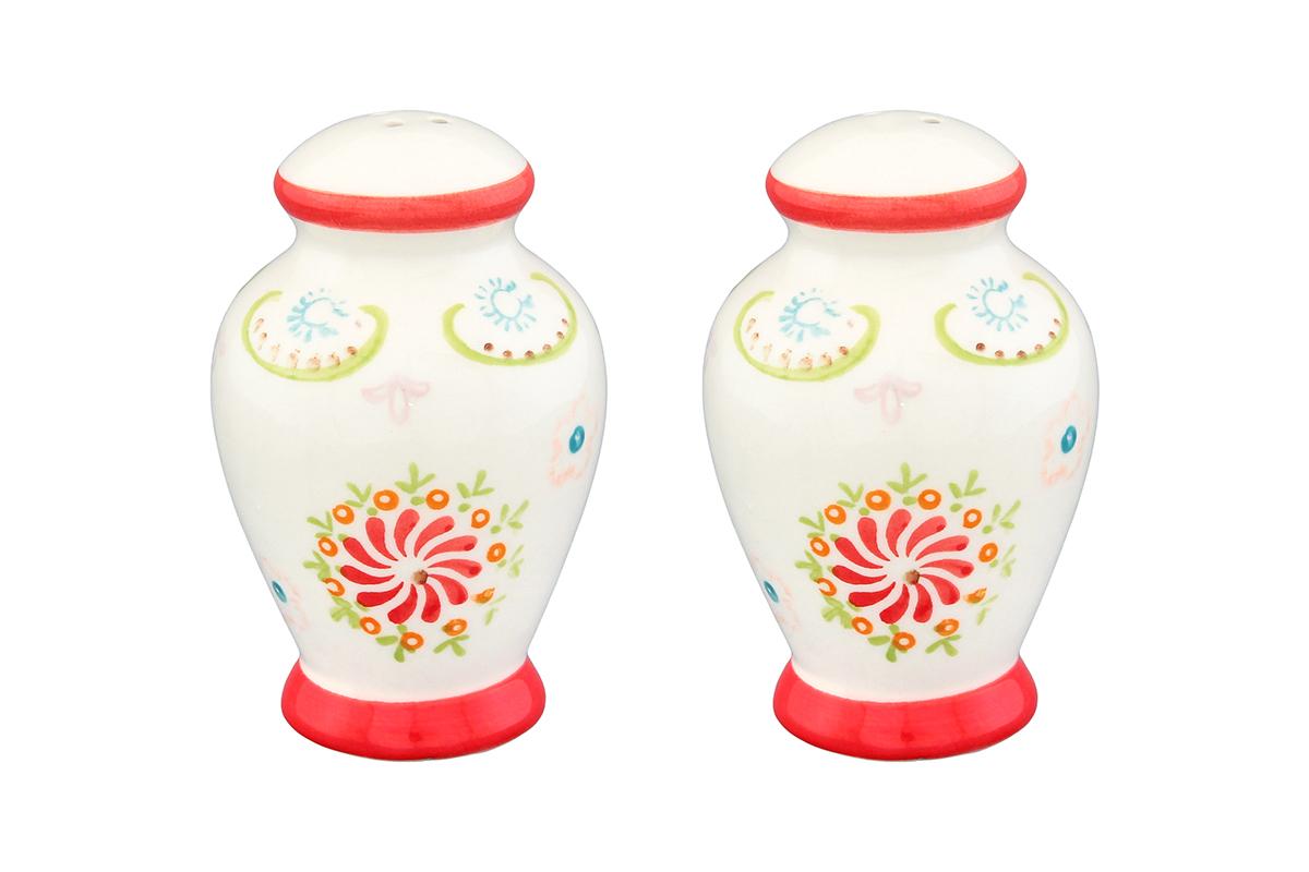 Набор для специй Elan Gallery Солнечный цветок, 2 предмета830208Великолепный набор Elan Gallery Солнечный цветок состоит из перечницы и солонки, изготовленных из керамики. Емкости для специй просты в использовании: стоит только перевернуть емкости, и вы с легкостью сможете поперчить или добавить соль по вкусу в любое блюдо. Этот набор оригинального дизайна и безукоризненного качества станет украшением вашего стола, а благодаря своим небольшим размерам он не займет много места на вашей кухне. Не рекомендуется применять абразивные моющие средства. Не использовать в микроволновой печи. Размер солонки/перечницы: 6 х 6 х 9 см.