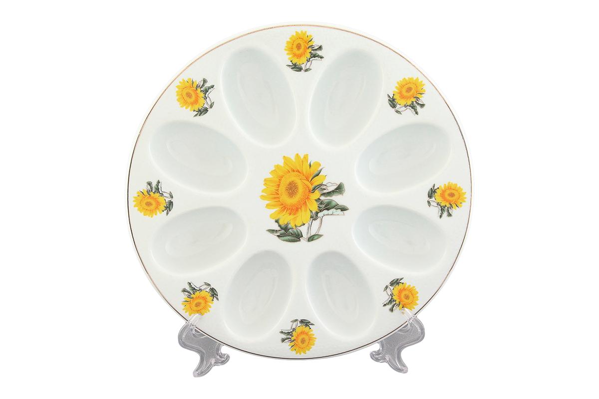Тарелка для фаршированных яиц Elan Gallery Желтый подсолнух, диаметр 20,5 см501210Тарелка для фаршированных яиц Elan Gallery Желтый подсолнух, изготовленная из высококачественного фарфора, украсит ваш праздничный стол. На изделии имеются специальные углубления для 8 яиц. Тарелка оформлена ярким рисунком. Такая тарелка украсит сервировку вашего стола и подчеркнет прекрасный вкус хозяйки. Не рекомендуется применять абразивные моющие средства. Не использовать в микроволновой печи. Диаметр тарелки: 20,5 см. Высота тарелки: 2,5 см.