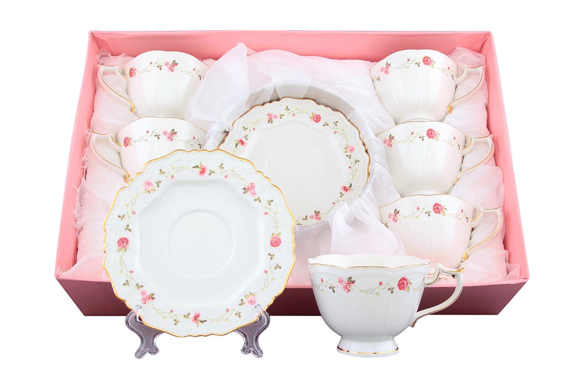Набор чайный Elan Gallery Нежные розы, 12 предметов801143Чайный набор Elan Gallery Нежные розы состоит из 6 чашек и 6 блюдец. Изделия, выполненные из высококачественной керамики, имеют элегантный дизайн и классическую круглую форму. Такой набор прекрасно подойдет как для повседневного использования, так и для праздников. Чайный набор Elan Gallery Нежные розы - это не только яркий и полезный подарок для родных и близких, а также великолепное дизайнерское решение для вашей кухни или столовой. Не использовать в микроволновой печи. Объем чашки: 275 мл. Диаметр чашки (по верхнему краю): 10 см. Высота чашки: 7,5 см. Диаметр блюдца (по верхнему краю): 15,5 см. Высота блюдца: 1,5 см.