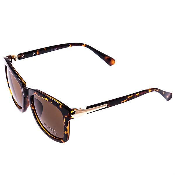 Солнцезащитные очки женские Selena, цвет: коричневый. 8002914180029141Солнцезащитные женские очки Selena выполнены из высококачественного пластика с элементами из металла, дужки оформлены декоративными элементами. Линзы данных очков с высокоэффективным фильтром UV-400 Protetion обеспечивают полную защиту от ультрафиолетовых лучей. Используемый пластик не искажает изображение, не подвержен нагреванию и вредному воздействию солнечных лучей. Такие очки защитят глаза от ультрафиолетовых лучей, подчеркнут вашу индивидуальность и сделают ваш образ завершенным.