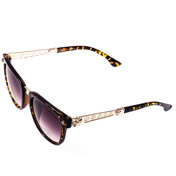 Солнцезащитные очки женские Selena, цвет: коричневый. 8002953180029531Солнцезащитные женские очки Selena выполнены из высококачественного пластика с элементами из металла, оправа оформлена принтом леопард. Линзы данных очков с высокоэффективным фильтром UV-400 Protetion обеспечивают полную защиту от ультрафиолетовых лучей. Используемый пластик не искажает изображение, не подвержен нагреванию и вредному воздействию солнечных лучей. Металлическая часть заушника легкая, прилегающей формы и поэтому не создает никакого дискомфорта. Такие очки защитят глаза от ультрафиолетовых лучей, подчеркнут вашу индивидуальность и сделают ваш образ завершенным.