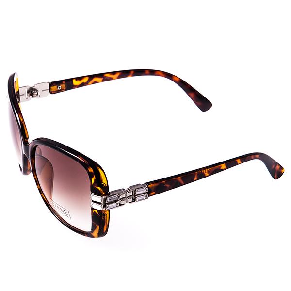 Солнцезащитные очки женские Selena, цвет: коричневый. 8003012180030121Солнцезащитные женские очки Selena выполнены из высококачественного пластика с элементами из металла, оправа оформлена принтом леопард, дужки декорированы стразами. Линзы данных очков с высокоэффективным фильтром UV-400 Protection обеспечивают полную защиту от ультрафиолетовых лучей. Используемый пластик не искажает изображение, не подвержен нагреванию и вредному воздействию солнечных лучей. Такие очки защитят глаза от ультрафиолетовых лучей, подчеркнут вашу индивидуальность и сделают ваш образ завершенным.