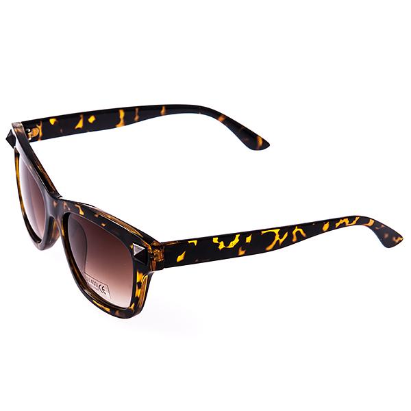 Солнцезащитные очки женские Selena, цвет: коричневый. 8003099180030991Солнцезащитные женские очки Selena выполнены из высококачественного пластика с элементами из металла, оправа оформлена принтом леопард. Линзы данных очков с высокоэффективным фильтром UV-400 Protetion обеспечивают полную защиту от ультрафиолетовых лучей. Используемый пластик не искажает изображение, не подвержен нагреванию и вредному воздействию солнечных лучей. Такие очки защитят глаза от ультрафиолетовых лучей, подчеркнут вашу индивидуальность и сделают ваш образ завершенным.