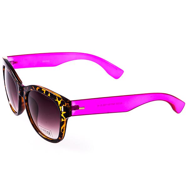 Солнцезащитные очки женские Selena, цвет: фуксия, коричневый. 8003112180031121Солнцезащитные женские очки Selena выполнены из высококачественного пластика с элементами из металла, оправа оформлена принтом леопард, дужки оформлены ярким оттенком. Линзы данных очков с высокоэффективным фильтром UV-400 Protection обеспечивают полную защиту от ультрафиолетовых лучей. Используемый пластик не искажает изображение, не подвержен нагреванию и вредному воздействию солнечных лучей. Такие очки защитят глаза от ультрафиолетовых лучей, подчеркнут вашу индивидуальность и сделают ваш образ завершенным.