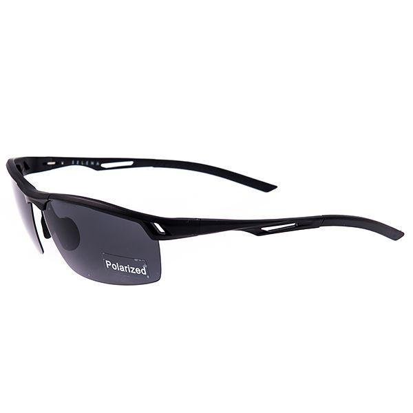 Солнцезащитные очки Selena, цвет: черный. 8003192180031921Универсальные солнцезащитные очки Selena выполнены из металла с элементами из высококачественного пластика. Линзы данных очков с высокоэффективным поляризационным покрытием блокируют слепящий эффект и обеспечивают полную защиту от ультрафиолетовых лучей. Используемый пластик не искажает изображение, не подвержен нагреванию и вредному воздействию солнечных лучей. Дужки дополнены покрытием из пластика, что обеспечит максимальный комфорт при использовании. Такие очки защитят глаза от ультрафиолетовых лучей, подчеркнут вашу индивидуальность и сделают ваш образ завершенным.