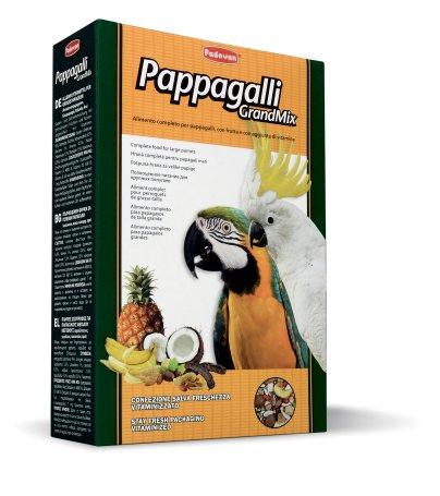 Корм Padovan Grandmix Pappagalli для крупных попугаев, 600 г16824Комплексный, высококачественный основной корм с фруктами и бисквитной крошкой, с минеральными и витаминными добавками для крупных попугаев (амазон, жако, какаду, ара). Состав: кукуруза 8.3%, подсолнечник 5.9%, пшеница 5.2%, тыквенное семя 5.2%, овес 5.9%, ячмень 5.2%, гречиха 1.4%, миндаль, фундук, яблоко, плоды рожкового дерева, банан, стручковый перец , арахис, экструдированные кукуруза и пищевой краситель, витамины.