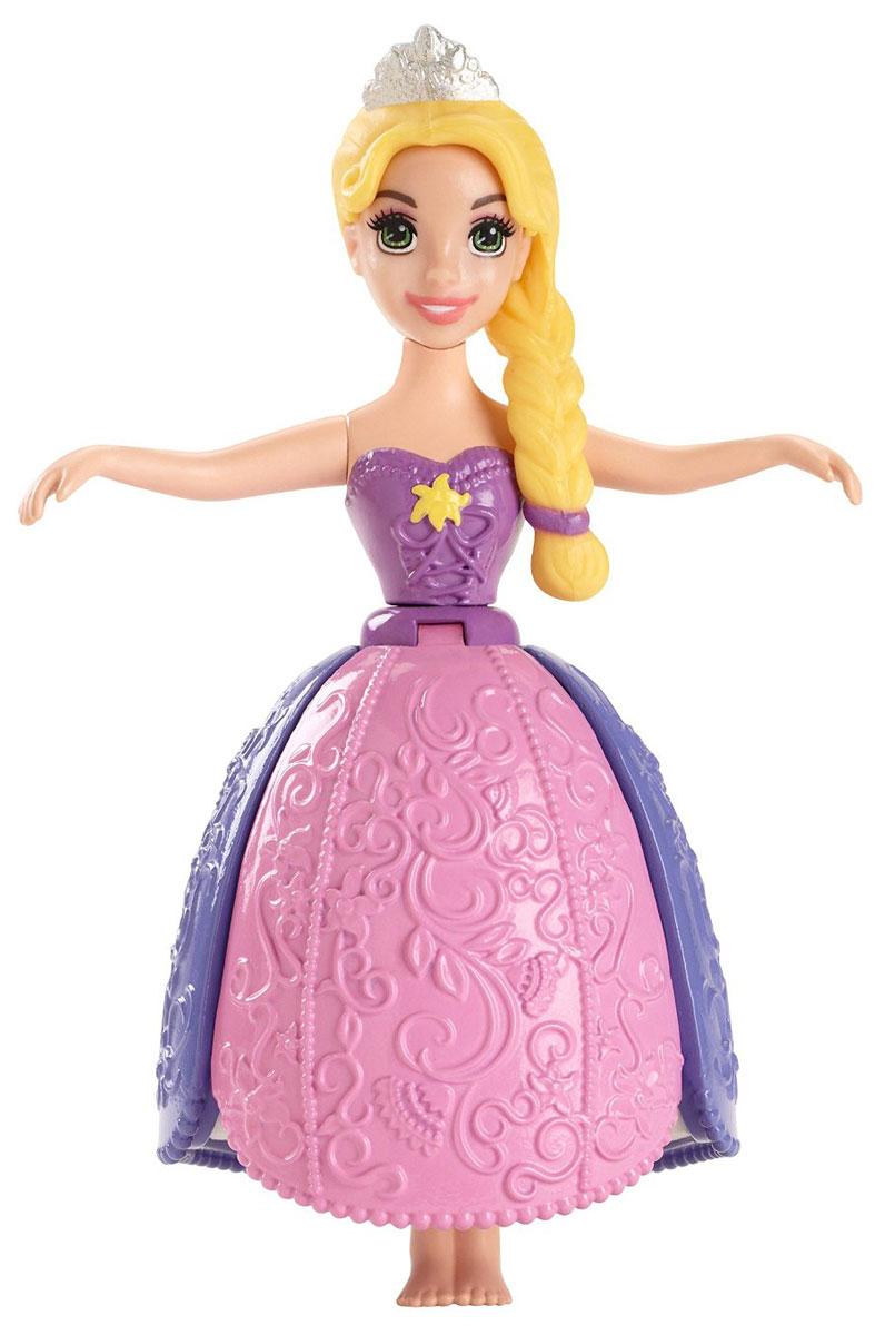 Disney Princess Мини-кукла Рапунцель Принцесса ЛепестковBDJ58_BDJ61Кукла Disney Princess Рапунцель поможет вашей малышке окунуться в сказочный мир! Куколка с удовольствием будет купаться вместе с вашей малышкой. Рапунцель одета в фиолетово-розовое пластиковое платье. На поверхности воды, платье Рапунцель раскроется и поднимется, словно цветок, и игрушка будет самостоятельно держаться на водной глади. Под лепестками, на куколке можно увидеть обтягивающую нижнюю юбку с рельефным узором. Фигурку можно кружить, держа за ручки и представляя, будто она танцует на вечеринке своих друзей из подводного царства. Ручки и голова куколки подвижны. Ваша малышка с удовольствием будет играть с этой куколкой, проигрывая сюжеты из любимого мультфильма или придумывая различные истории.