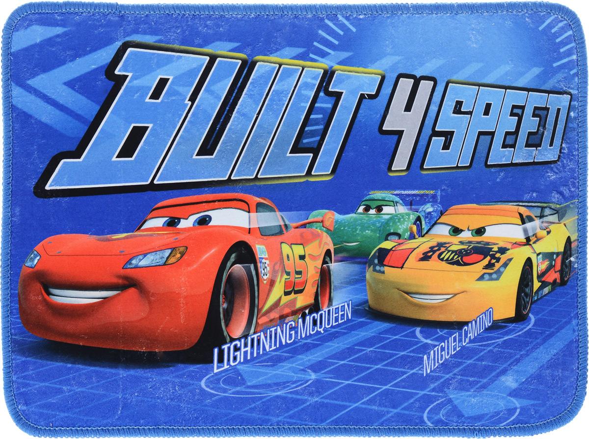 Коврик для ванной комнаты Disney Тачки. Три машины, 40 х 60 см60637_три машиныКоврик Disney Тачки. Три машины, изготовленный из 100% полиэстера с основой из ПВХ, имеет комфортную бархатистую поверхность и хорошо впитывает влагу. Коврик, декорированный красочным изображением героев мультфильма Тачки, внесет оригинальную нотку в интерьер дома. Противоскользящее основание препятствует скольжению коврика на влажном полу. Также коврик с ярким рисунком украсит любую детскую комнату. Вы можете положить коврик рядом с детской кроваткой или у стола, за которым ребенок делает уроки. Коврик Disney Тачки. Три машины - прекрасное решение для детской или ванной комнаты.