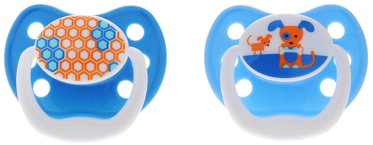 Dr.Browns Пустышка PreVent Классик от 6 до 12 месяцев цвет голубой синий 2 штPV22405_голубой, синий/собачка, сотыПустышка Dr.Browns PreVent. Классик предназначена для малышей от 6 до 12 месяцев. Пустышка имеет воздушный канал, который ослабляет разрежение и снижает давление на небо. Мягкая, ослабляющая разрежение грушевидная часть соски при сосании расходится в стороны, создавая комфортные условия. Тонкая ножка уменьшает воздействие на рот ребенка. Удобная силиконовая соска пустышки не обладает вкусом и запахом, что делает ее наиболее приемлемой для малыша. Силикон - это мягкий и прозрачный материал, который не липнет и легко моется. Такая соска прочна и прослужит долго, не потеряв со временем форму и цвет. Не содержит Бисфенол-А. В комплекте 2 пустышки с защелкивающимися гигиеническими колпачками.